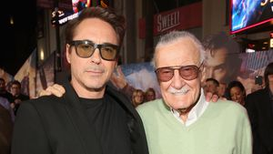 Rührende Geste: Robert Downey Jr. widmet Stan Lee (†) Award!