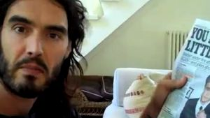 Rassismus-Clip: Russell Brand & Whoopi pro Biebs!