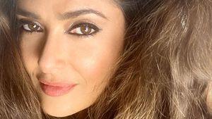 Salma Hayek zeigt im Netz stolz ihre ersten grauen Strähnen
