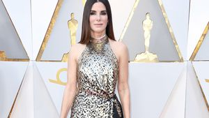 Sandra Bullock: Rock-Matrosin auf Nieten-Loafern