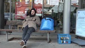Zum Betteln gedrängt: Sandy Fähse stänkert in Obdachlos-Show