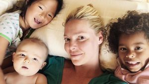 Kuscheliges Bett-Selfie: Katherine Heigls Post an ihre Kids!