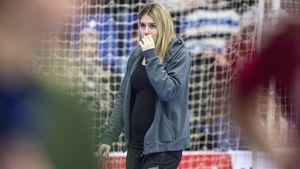 Schwangere Estavana Polman im Publikum beim Spiel ihrer Mannschaft Team Esbjerg gegen Nykobing F.