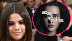 "Selena Gomez und Katherine Langford als Hannah Baker in ""13 Reasons Why"""
