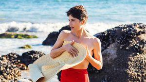 Absoluter Hingucker! Selma Blair posiert oben ohne am Strand