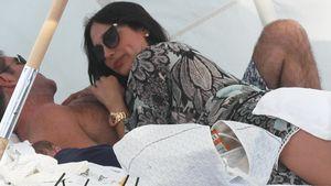 Strandurlaub: Simon Cowell & Lauren im Baby-Glück