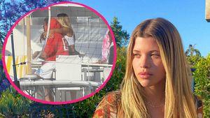 Neuer Flirt? Sofia Richie kuschelt innig mit Unbekanntem