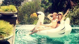 Taylor Swift und Calvin Harris auf einem Schwan