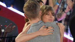 Taylor Swift und Calvin Harris in New Yobei den iHeartRadio Music Awards