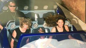 Taylor Swift und Lily Aldrige fahren Achterbahn, dahinter der Bodyguard