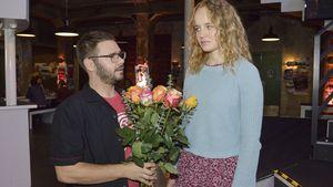 Tuner (Thomas Drechsel) und Jule (Luise von Finckh) am GZSZ-Set