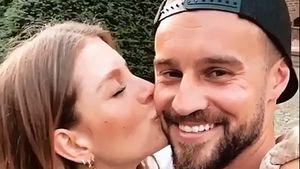 Dicker Schmatzer: Bachelor-Wio knutscht Alex Hindersmann ab