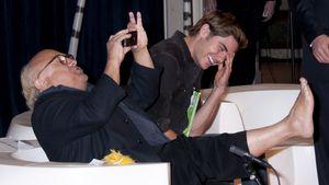 """Zac Efron lernt Danny DeVitos """"Trollfoot"""" kennen"""