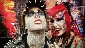 Kurz vor Tod: Zombie Boy (†) mit BFF Vampire Woman auf Event