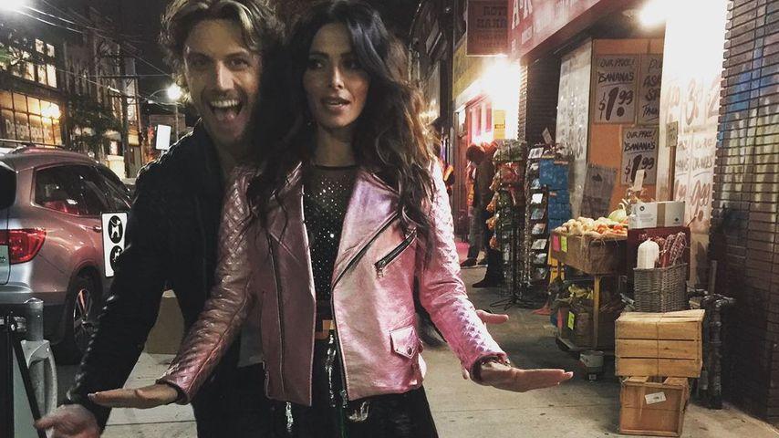 """Adam Demos und Sarah Shahi am Set von """"Sex/Life"""""""