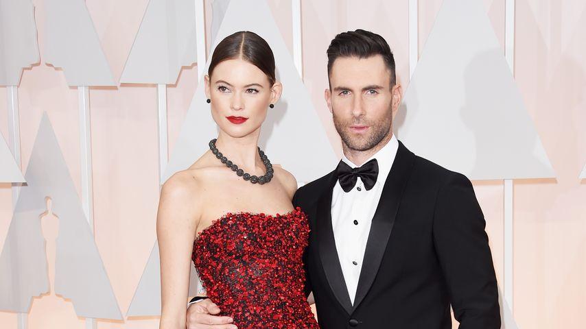 Behati Prinsloo und Adam Levine bei den Oscars 2015