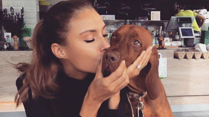 Alena Fritz und ihr verstorbener Hund Dexter