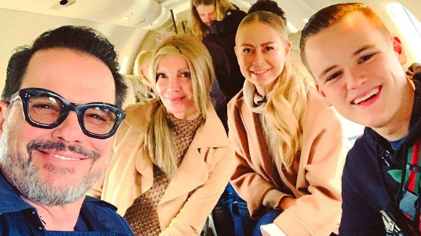 Alex Jolig, Britt Jolig, Jenny Elvers und Paul Elvers im Flugzeug