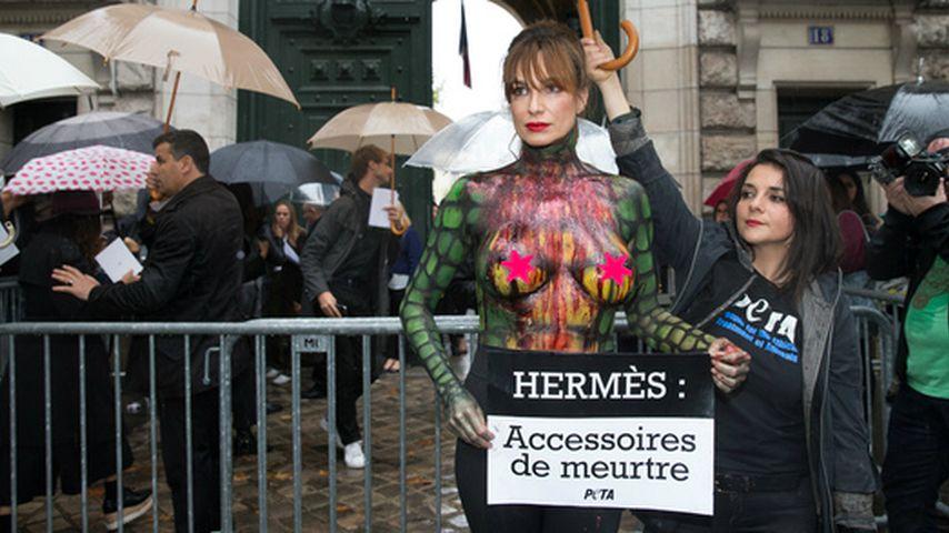 Nackt-Protest gegen Hermès: Alexandra Kamp mit Bodypainting