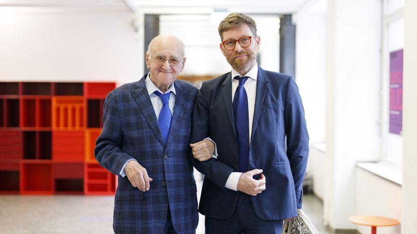 Alfred Biolek und sein Adotivsohn Scott Biolek-Ritchie im MAKK in Köln, 2020