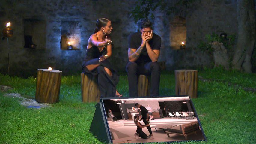 Alicia Costa Pinhero und Yasin Mohamed beim finalen Lagerfeuer