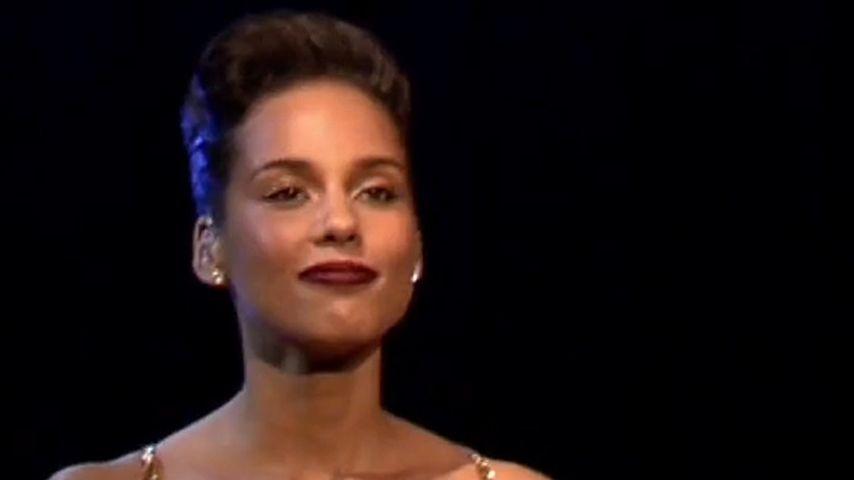 Dekolleté futsch! Wo ist dein Busen, Alicia Keys?