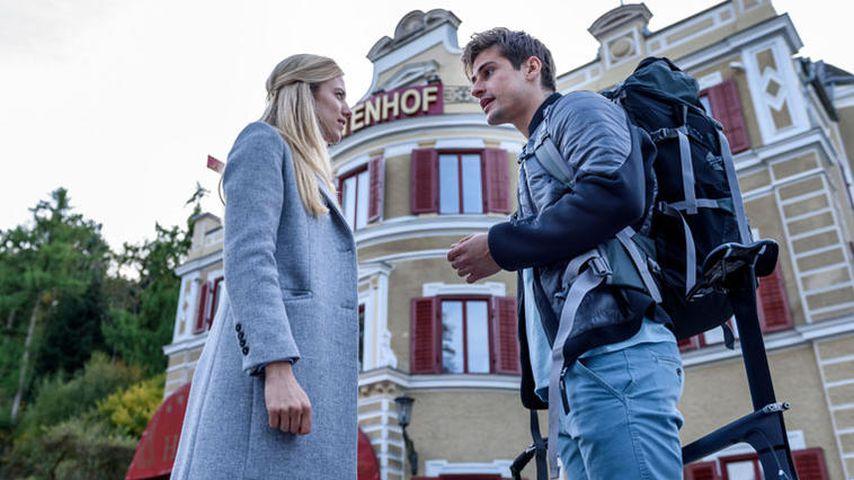 "Alicia (Larissa Marolt) und Paul Lindbergh (Sandro Kirtzel) bei ""Sturm der Liebe"""
