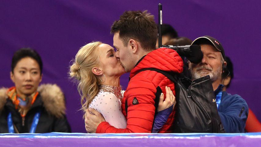 Nach Gold-Kür: Hier küsst Olympia-Star Aljona ihren Schatz!