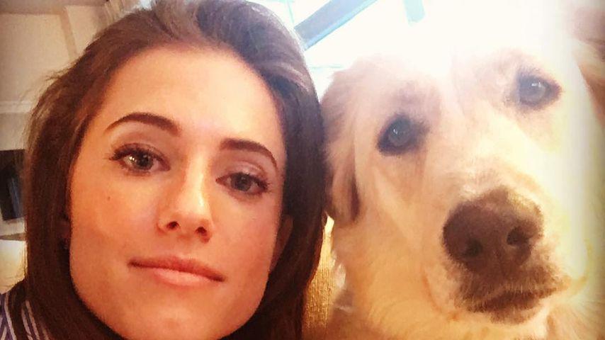 Allison Williams mit ihrem Hund