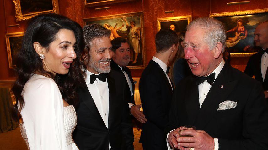 Amal und George Clooney und Prinz Charles im Buckingham-Palast im März 2019