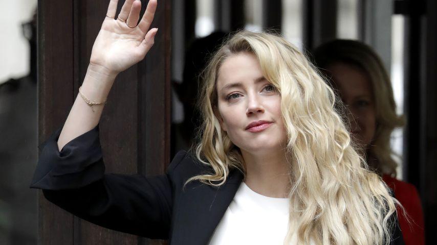 Amber Heard vor einem Gericht in London