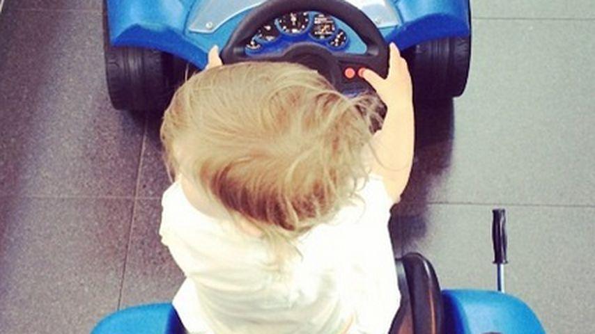 Süß! Wer fährt denn diesen coolen blauen Flitzer?