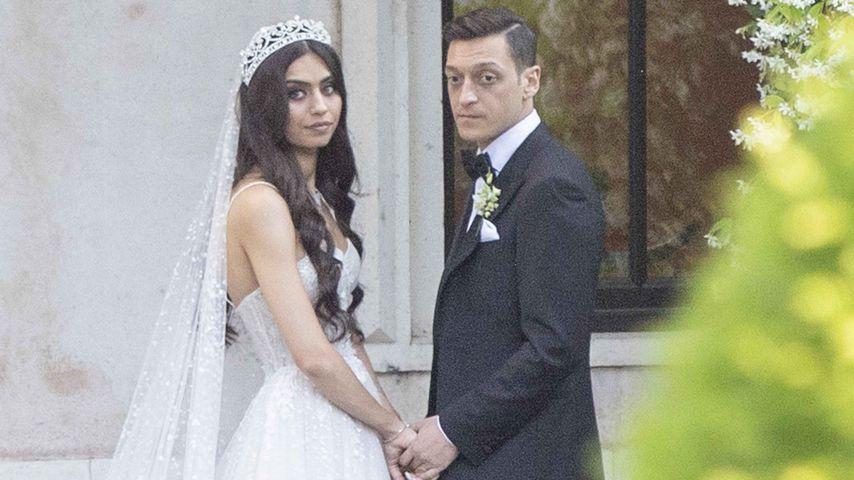 Amine Gülse und Mesut Özil nach ihrer Hochzeit in Istanbul