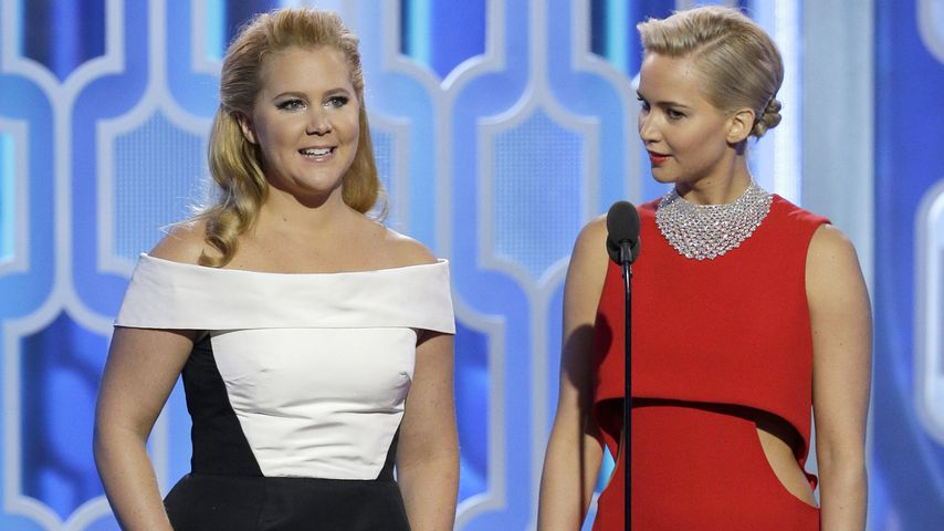 Amy Schumer und Jennifer Lawrence bei den Golden Globes im Januar 2016