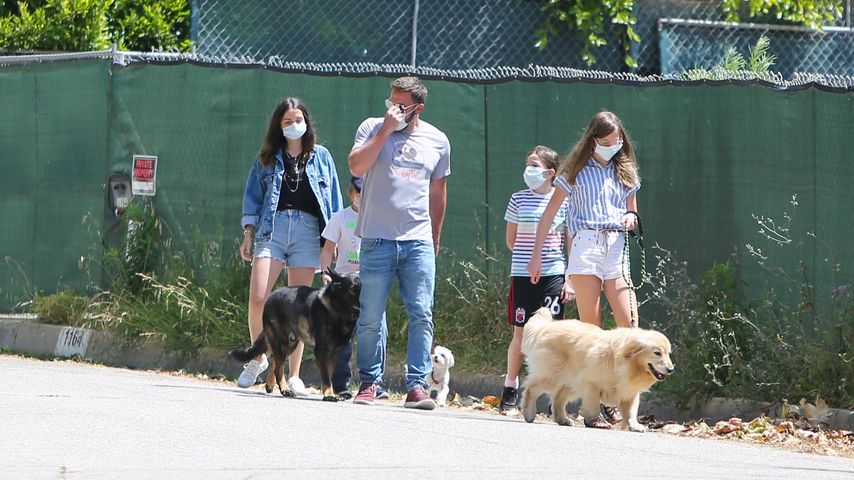 Ana de Armas und Ben Affleck mit seinen Kindern im Mai 2020 in Los Angeles