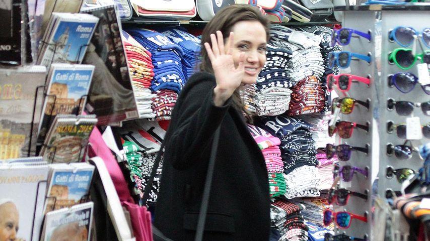 Schick für den Papst? Angelina Jolie shoppt in Rom