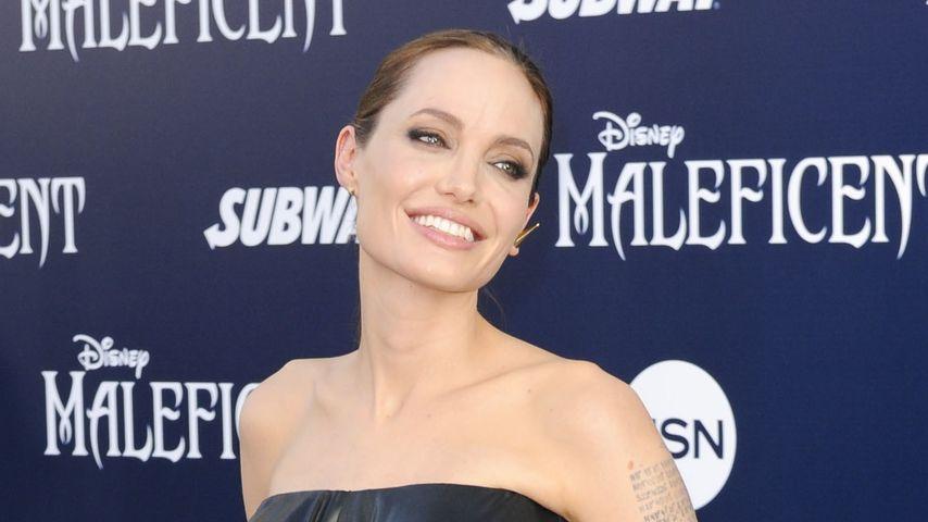 Power-Look: Angelina Jolie im Lackleder-Kleid