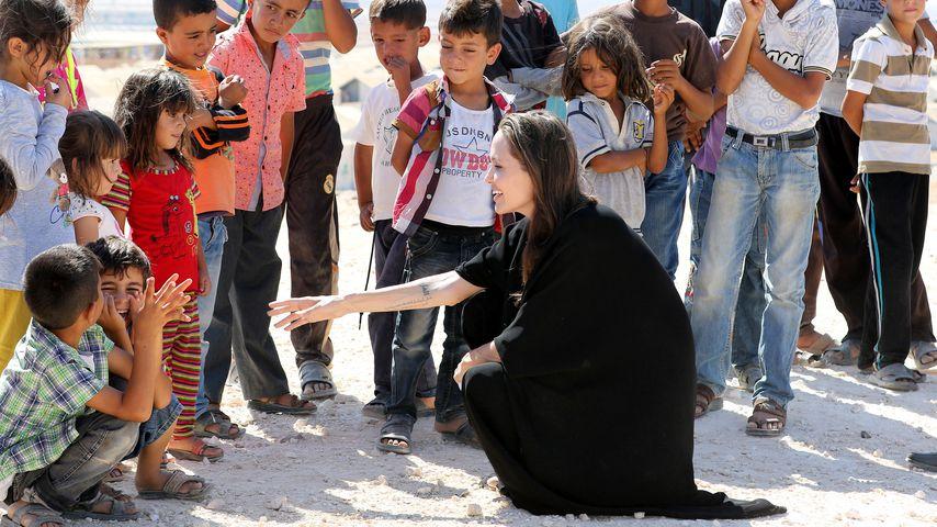 Angelina Jolie in einem Flüchtlingscamp