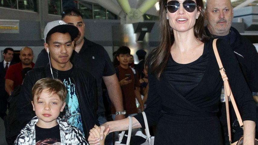 Angelina Jolie, Knox und Maddox Jolie-Pitt am Flughafen New York