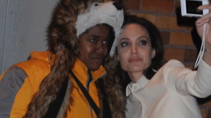 Fürsorglich: Angelina Jolie tröstet weinenden Fan