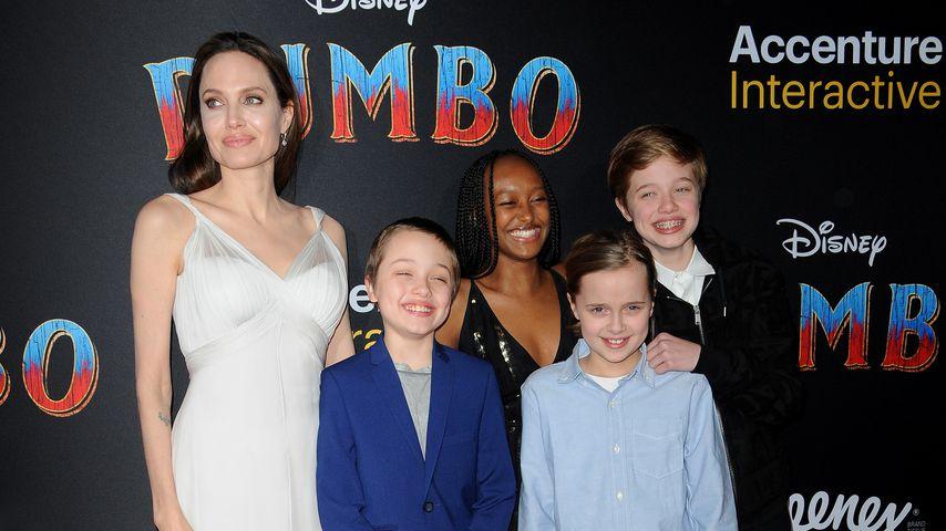 """Angelina Jolie mit ihren Kindern bei der """"Dumbo""""-Premiere im März 2019"""