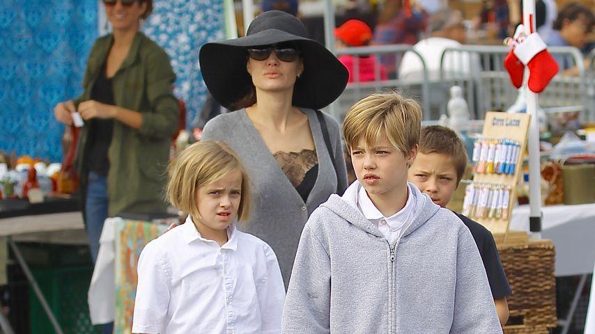 """Angelina Jolie mit ihren Kindern auf dem """"Rose Bowl""""-Flohmarkt in Pasadena"""