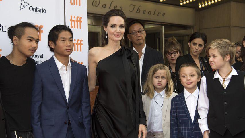 Angelina Jolie mit ihren Kindern Maddox, Pax, Vivienne, Knox und Shiloh