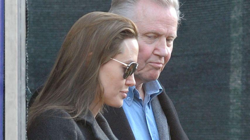 Ist er auf Brads Seite? Angelina Jolie wütend auf ihren Dad!