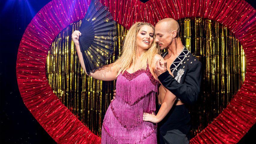 """Die """"Curvy Supermodel""""-Juroren Angelina Kirsch und Oliver Tienken im """"Moulin Rouge""""-Style"""