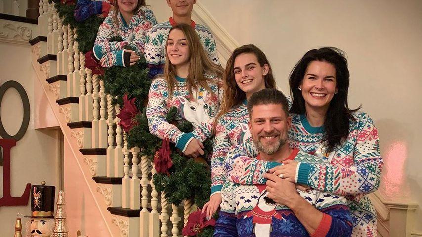 Angie Harmon und ihre Familie an Weihnachten 2019