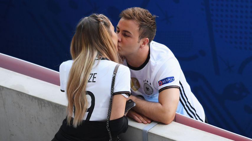 Ann-Kathrin Brömmel und Mario Götze während der UEFA Europameisterschaft 2016