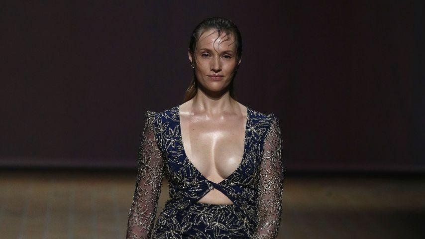 Anna Hofbauer für LANA MUELLER auf der Berlin Fashion Week