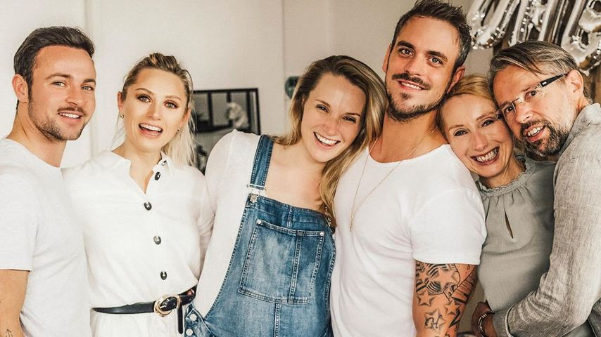 Neues Family-Foto: Zeigt Anna Hofbauer hier After-Baby-Body?