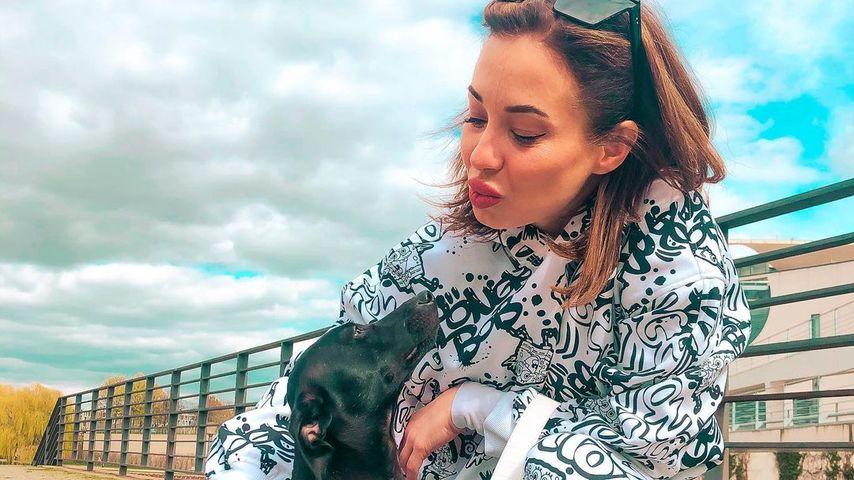 Anna Orlova mit ihrem Hund